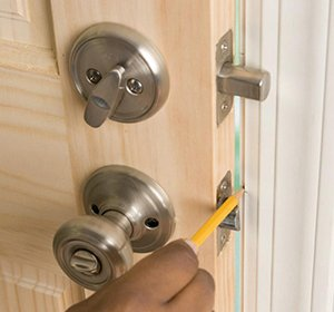 Community Locksmith Store Miami, FL 305-894-5983